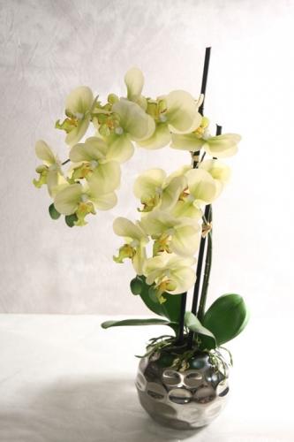 Künstliche Orchidee im Topf